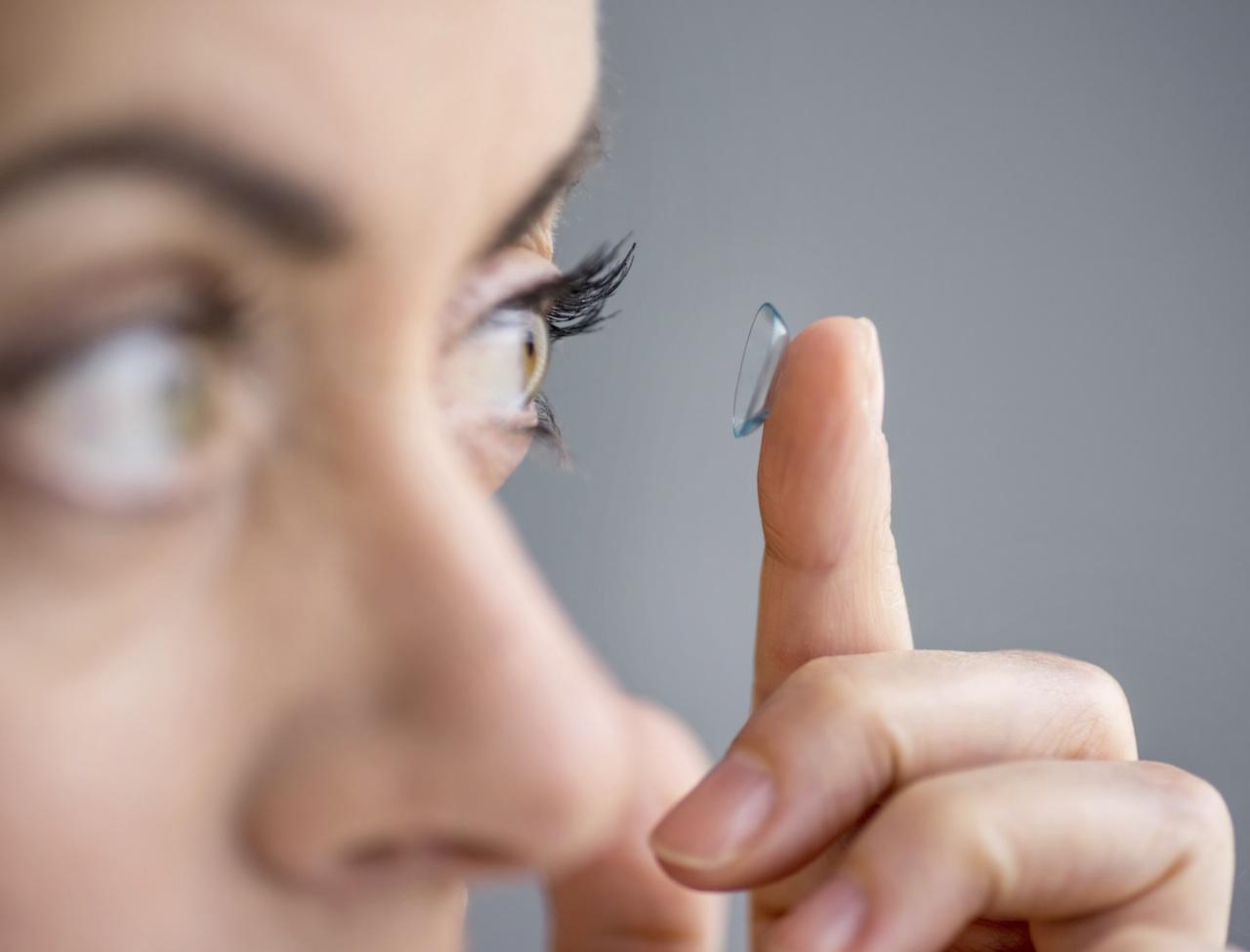 Lentilles de contact bleues pour des yeux captivants