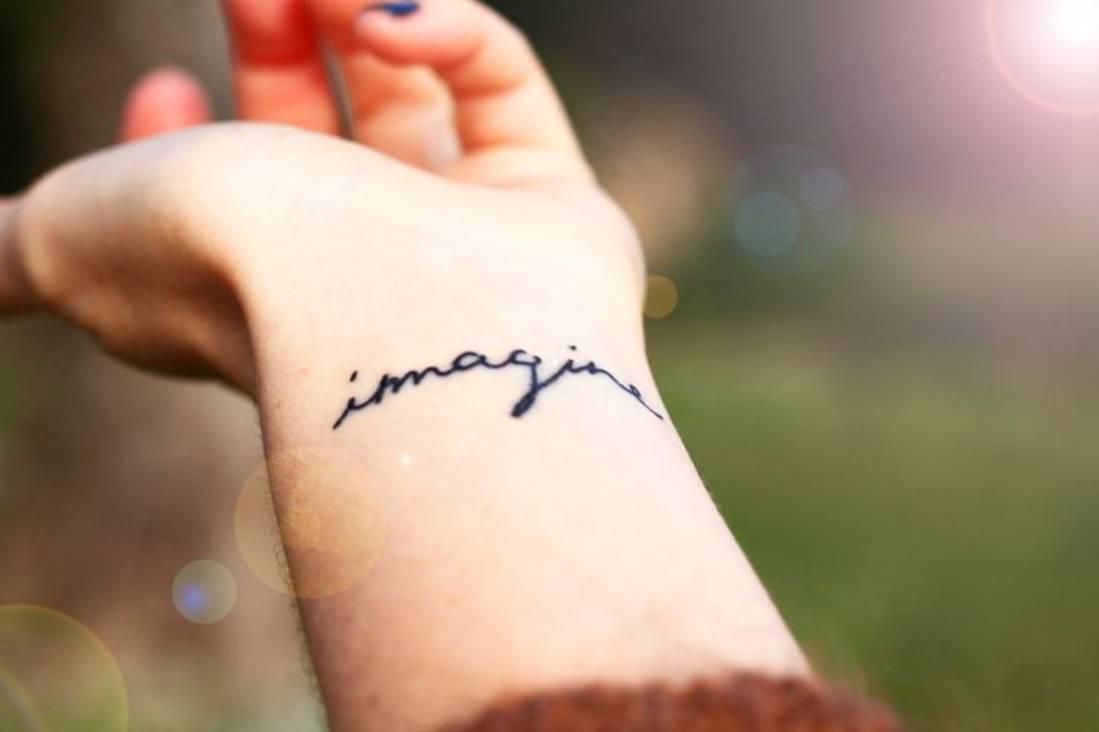 Tatouage poignet femme quelques belles photos voir - Petit tatouage poignet femme ...